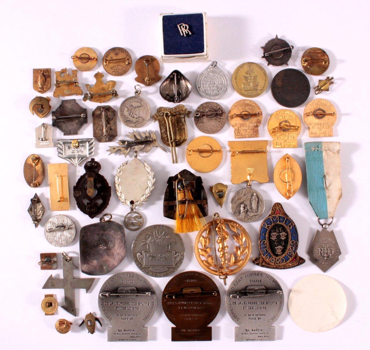 Konvolut Europäische Anstecknaden, Medaillen u. Abzeichen-1