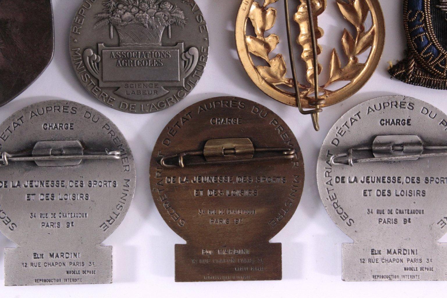 Konvolut Europäische Anstecknaden, Medaillen u. Abzeichen-2