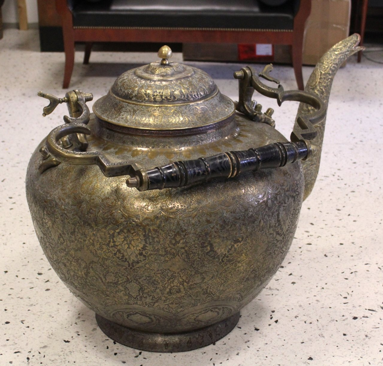 Antiker Riesiger Teekessel und Tablett, Persien um 1970-3