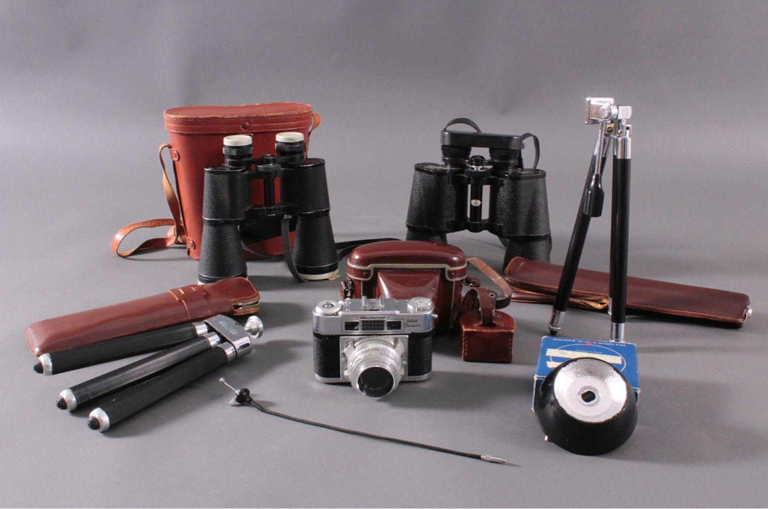 2 Ferngläser und 1 Kamera mit Zubehör