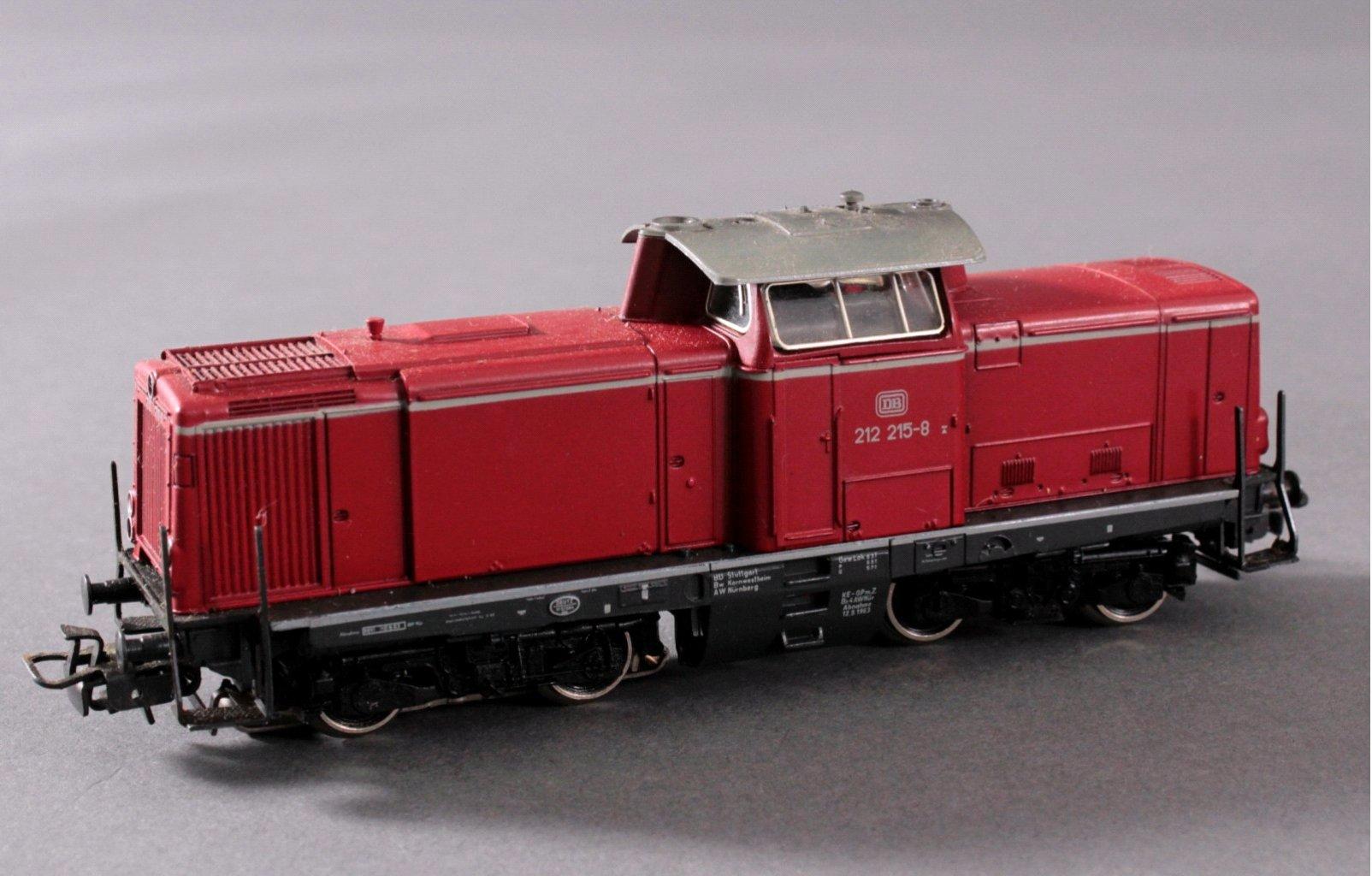 Märklin H0 3672 Diesel-Lok BR 212 215-8 der DB mit-1