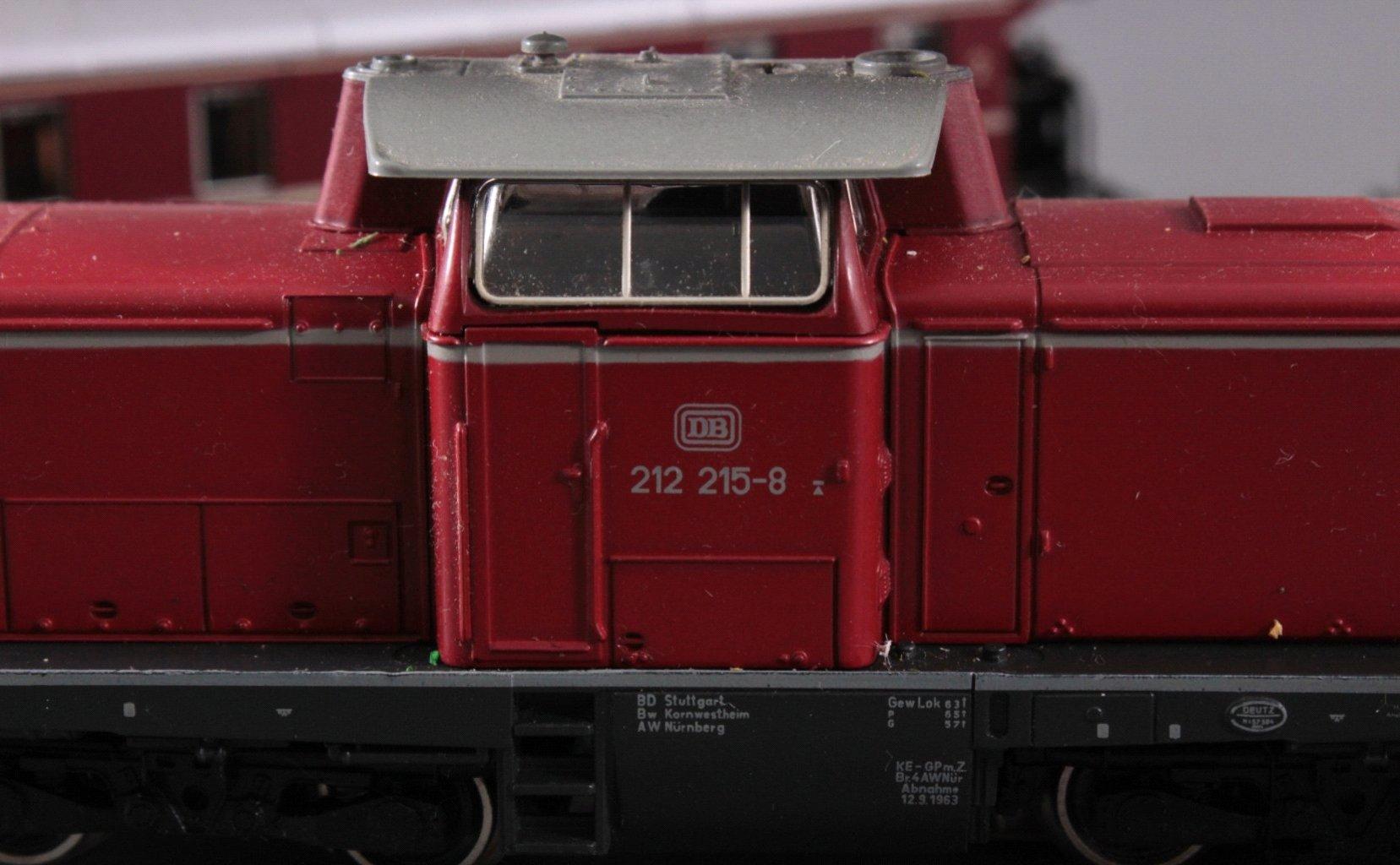 Märklin H0 3672 Diesel-Lok BR 212 215-8 der DB mit-2