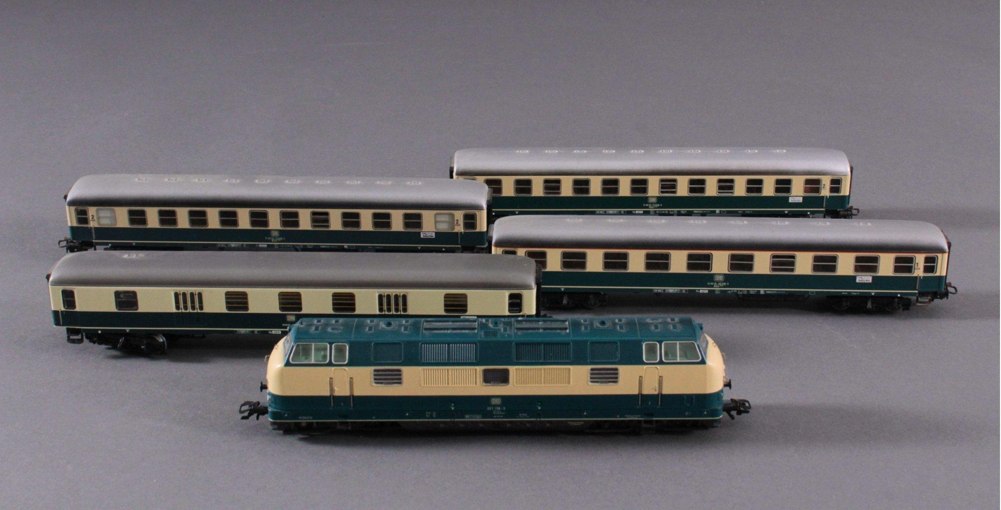 Märklin H0 3581 E-Lok BR 221 118-3 der DB beige/blau mit