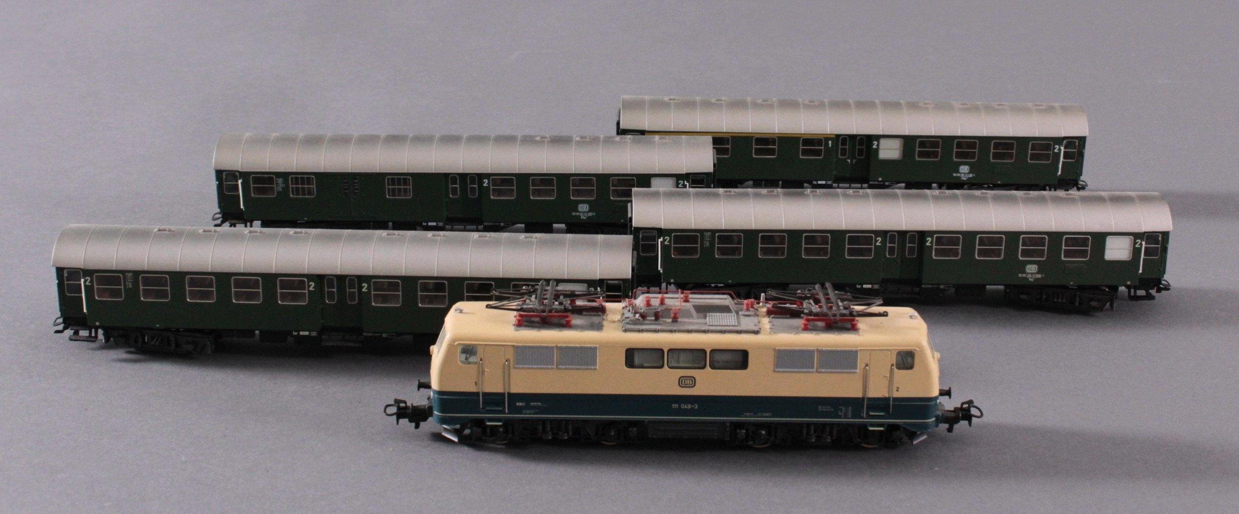 Märklin H0 3642 E-Lok Baureihe 111 049-3 DB in beige mit