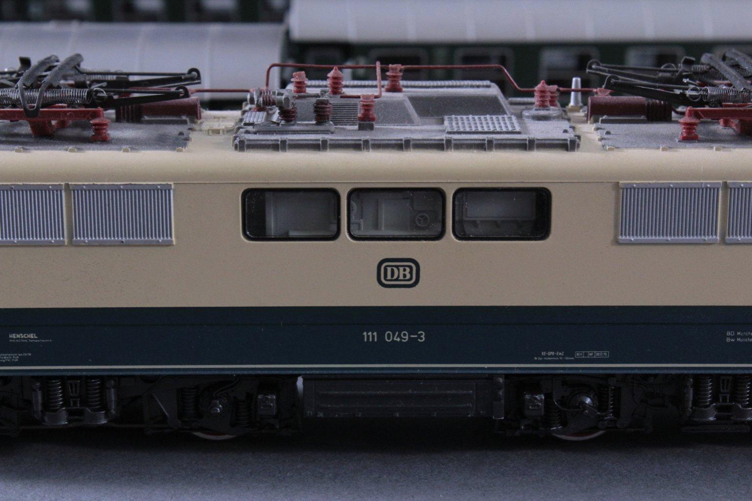 Märklin H0 3642 E-Lok Baureihe 111 049-3 DB in beige mit-2