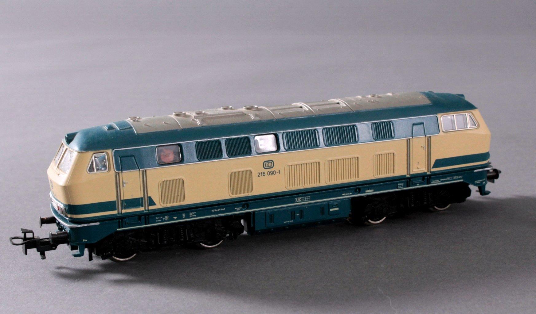 Märklin H0 3074 Diesel-Lok BR 216 090-1 DB in beige/blau mit-1