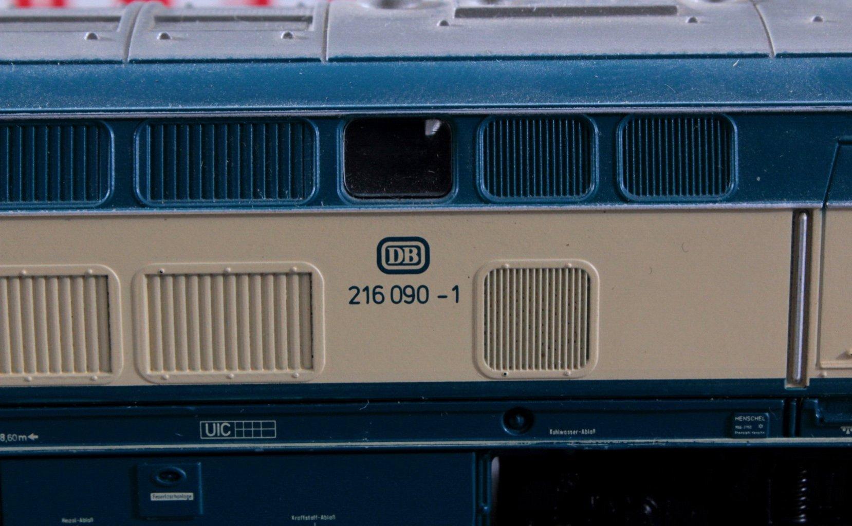 Märklin H0 3074 Diesel-Lok BR 216 090-1 DB in beige/blau mit-2