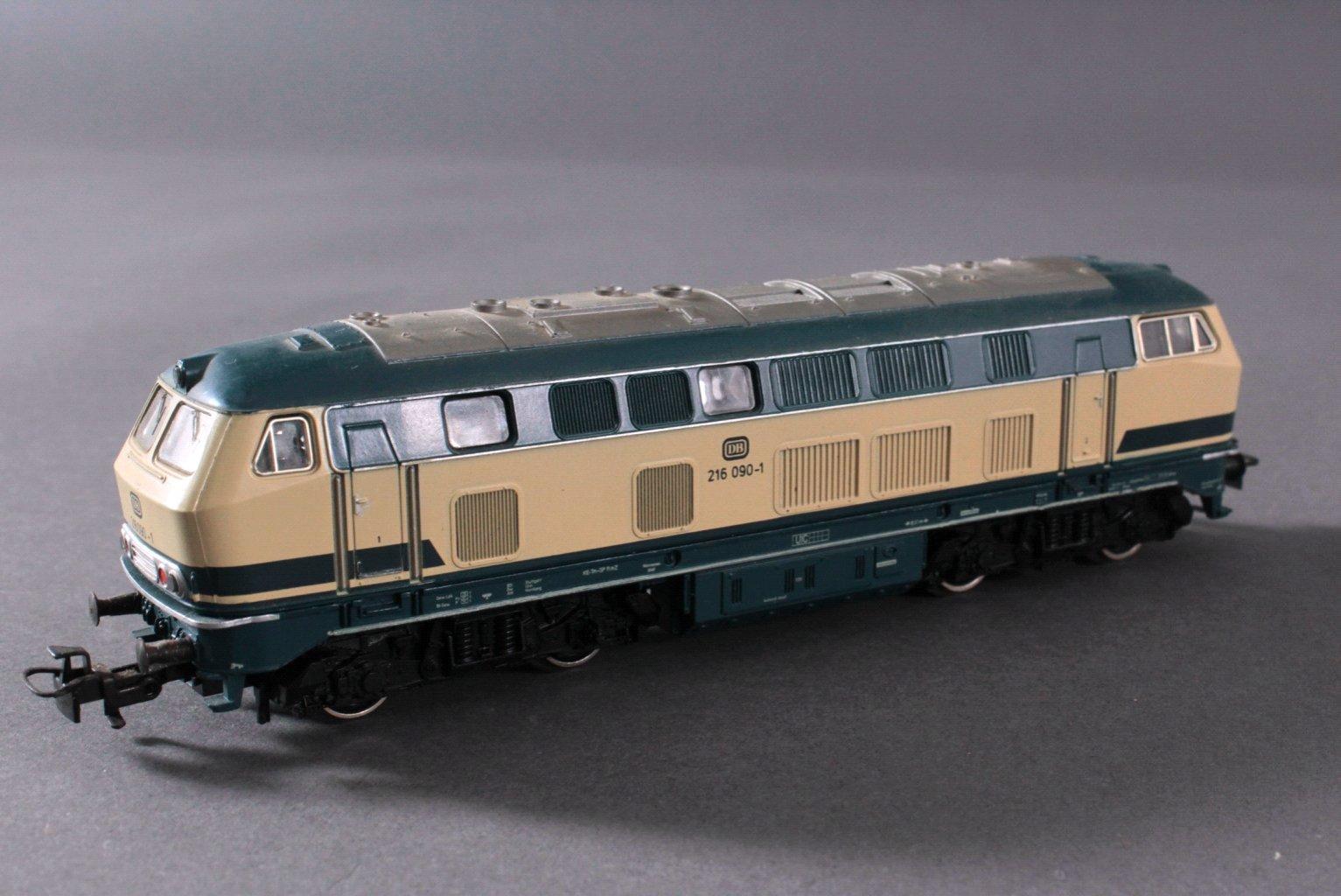 Märklin H0 3071 E-Lok BR 216 090-1 DB in beige/grün mit-1