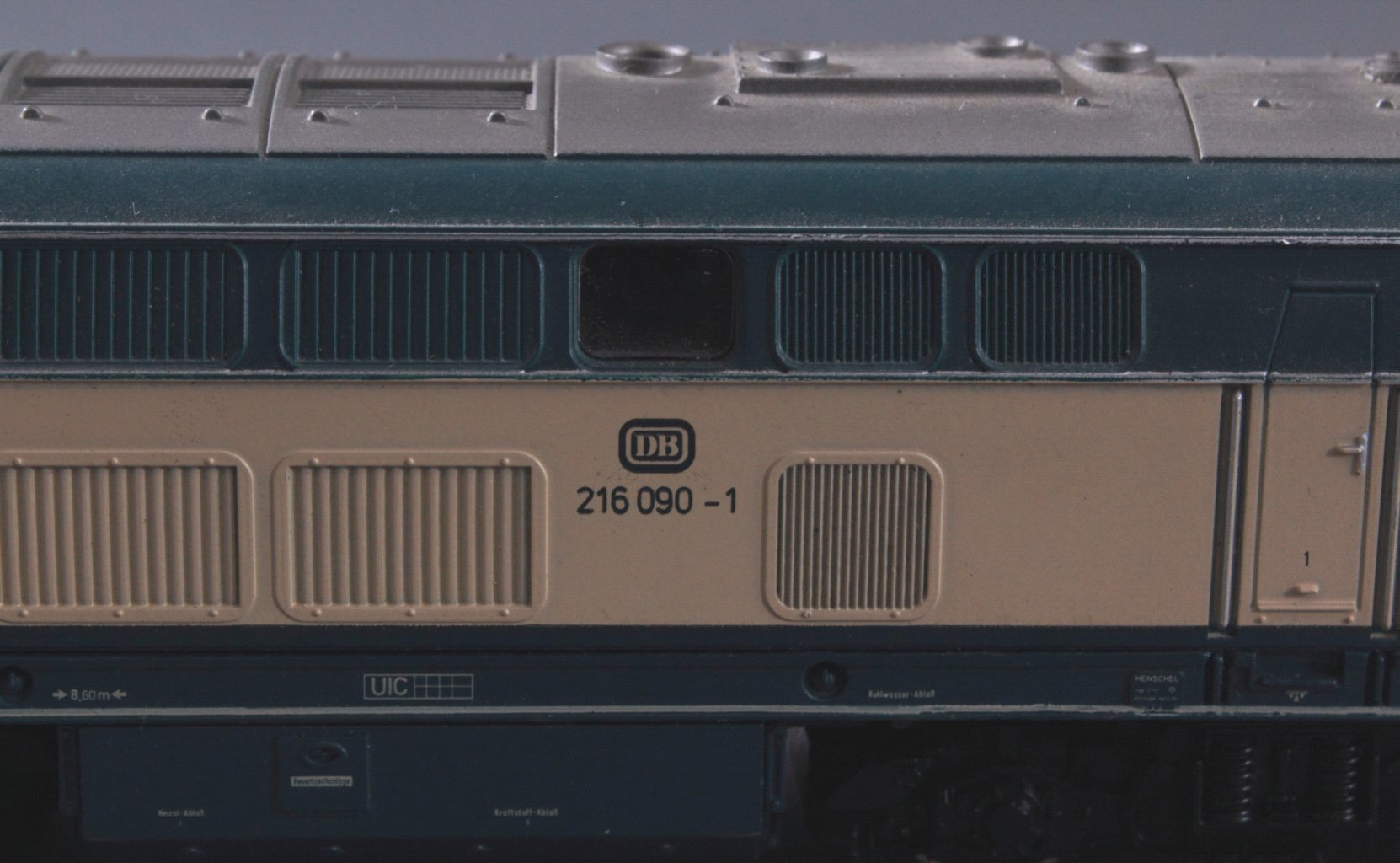 Märklin H0 3071 E-Lok BR 216 090-1 DB in beige/grün mit-2