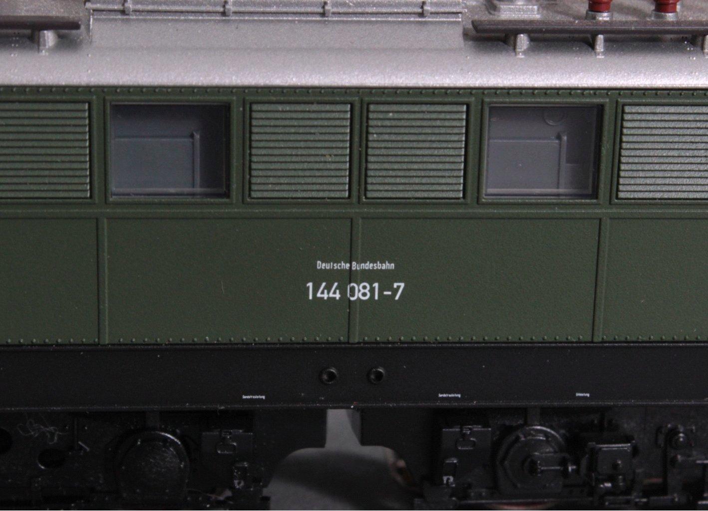 Fleischmann H0 144 081-7 E-Lok in grün-2