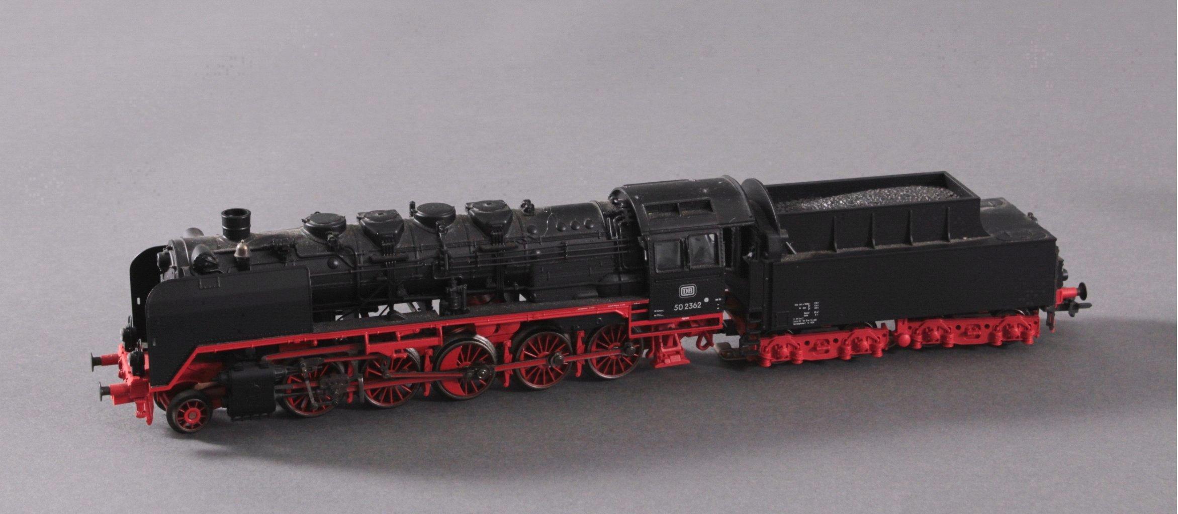 Märklin H0 Dampflok 502362 in schwarz mit Tender-1
