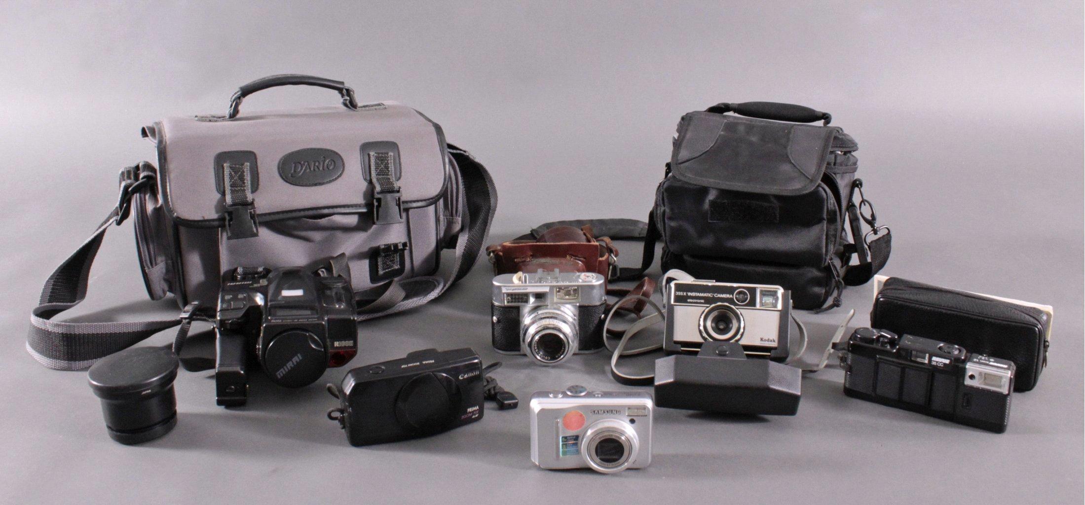 Konvolut Fotoapparate und Zubehör