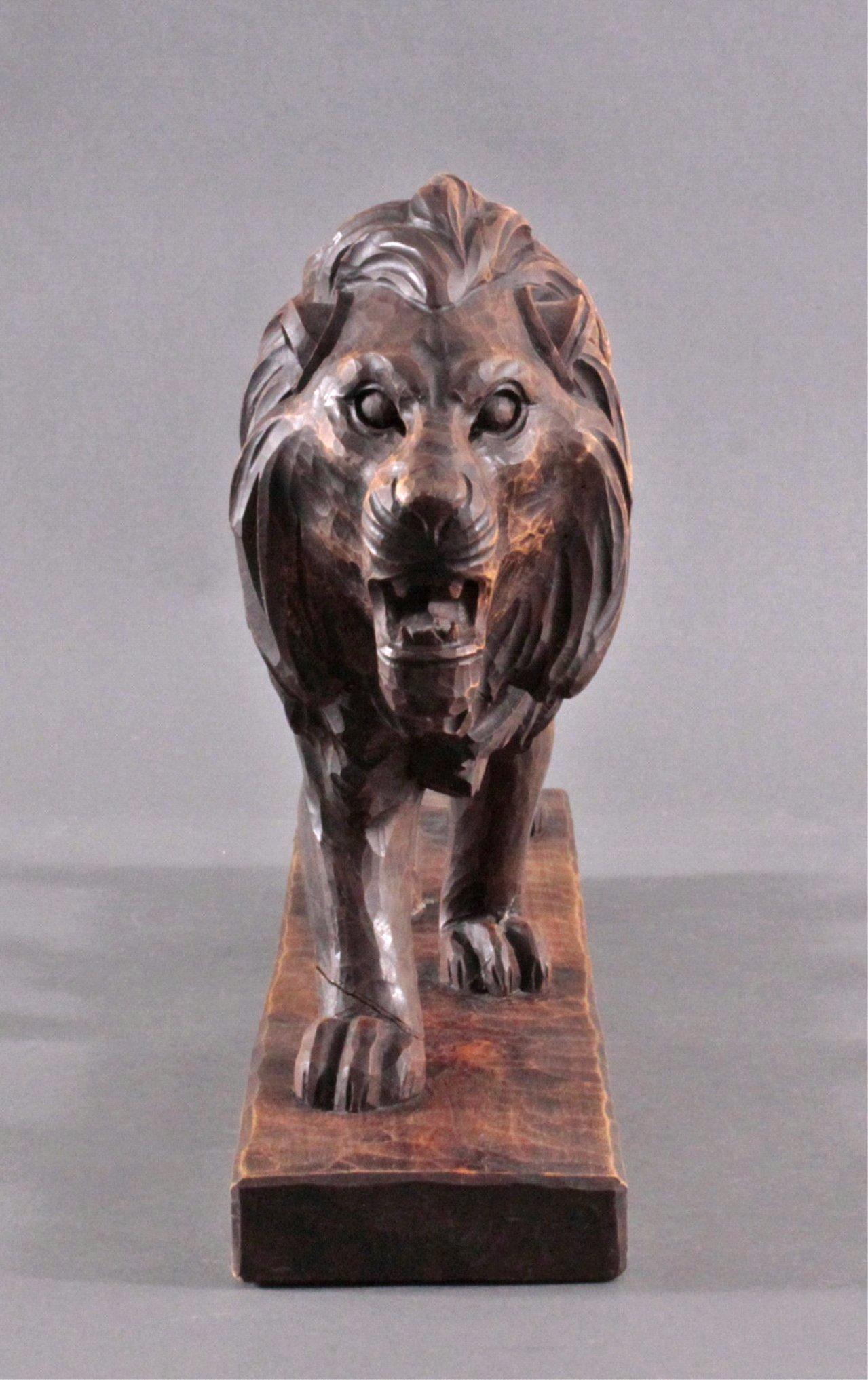 Brüllender Löwe, Holzskulptur-1