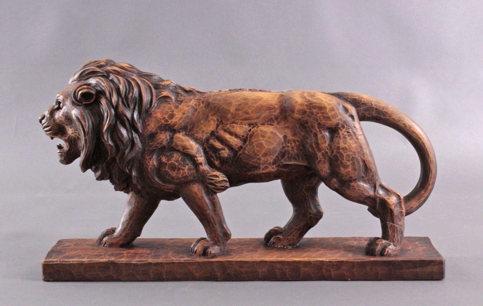 Brüllender Löwe, Holzskulptur-2