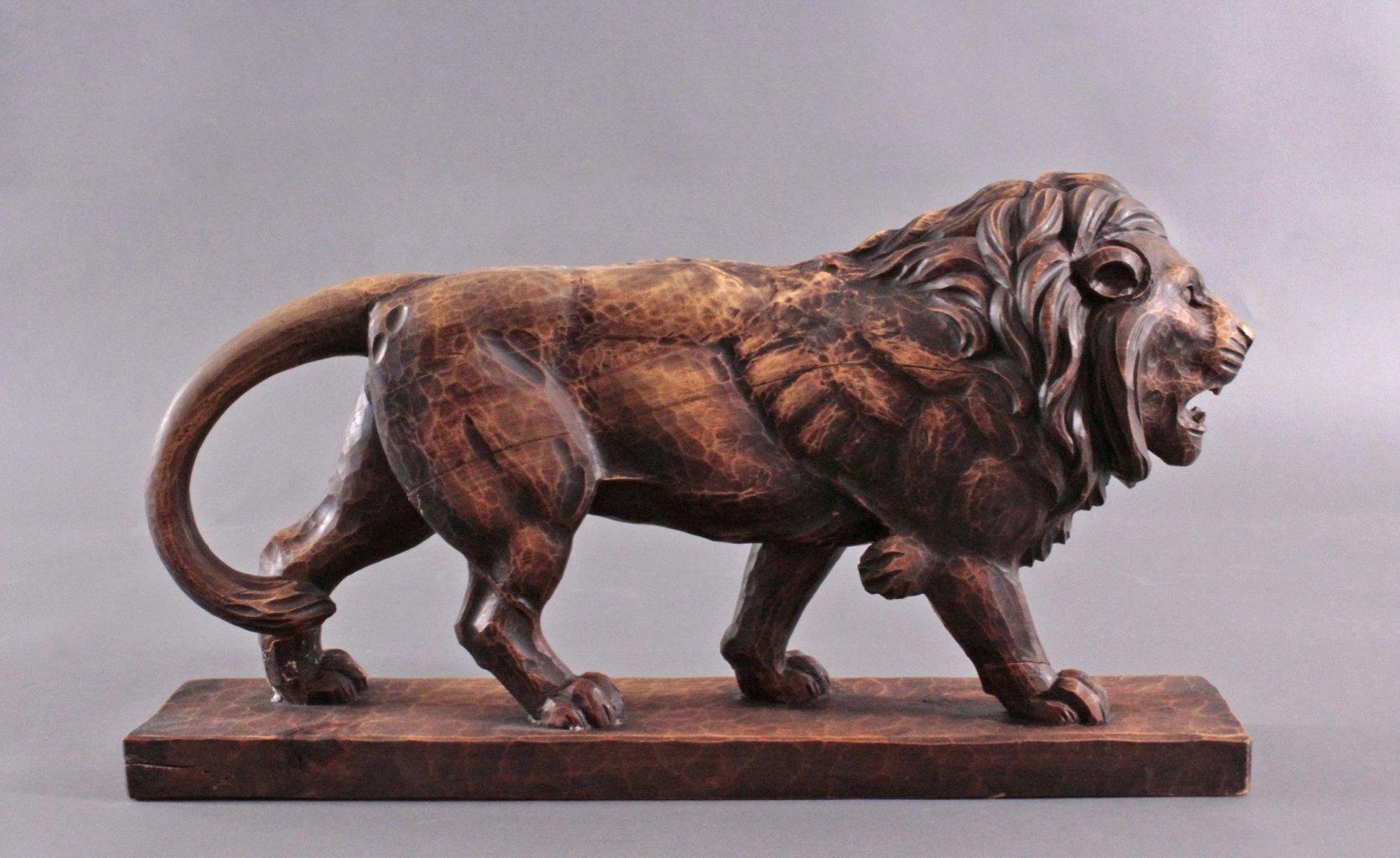 Brüllender Löwe, Holzskulptur-4