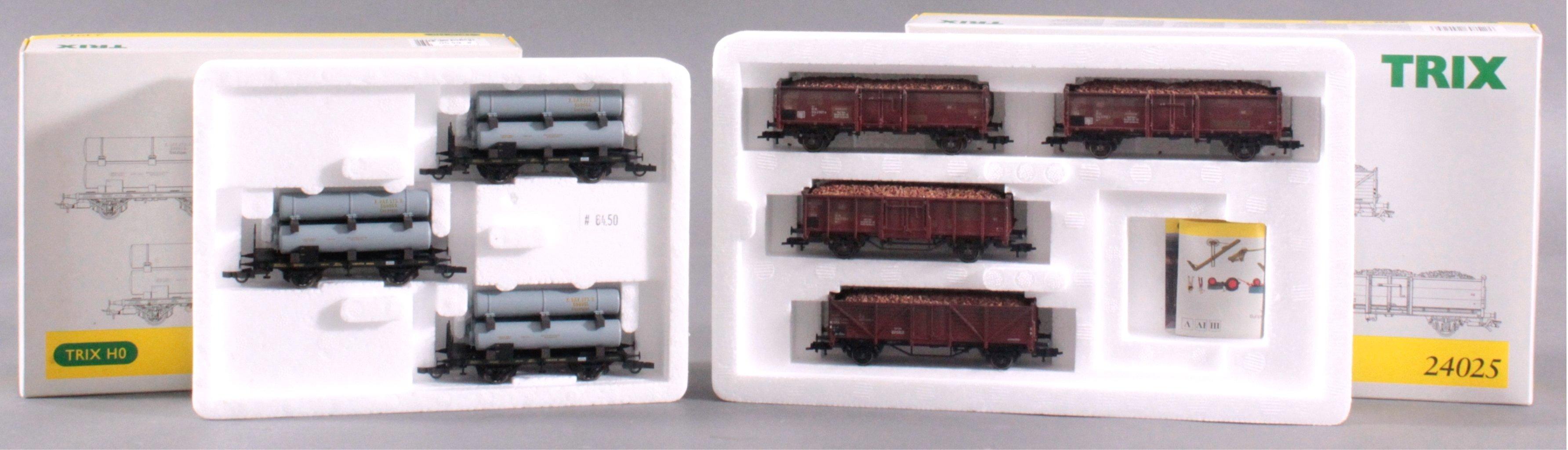 Trix E-Lok 2468 mit Waggons, Spur H0