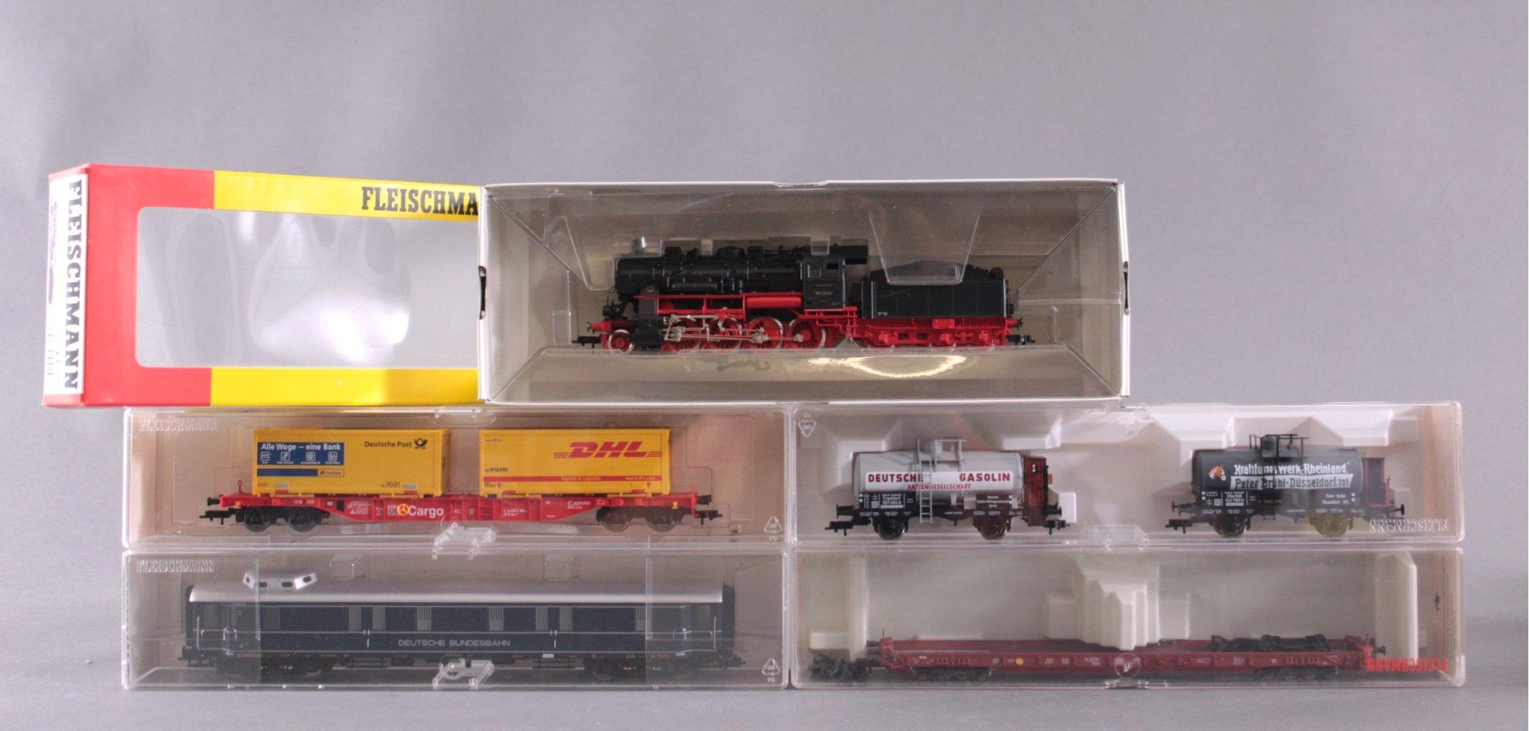 Fleischmann Dampf-Lok 4157 Spur H0 und 5 Güterwaggons