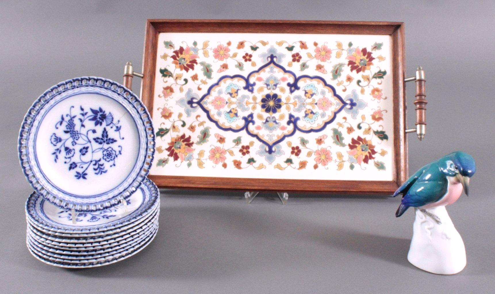 Jugendstil-Tablett, Keramikteller und Porzellanfigur