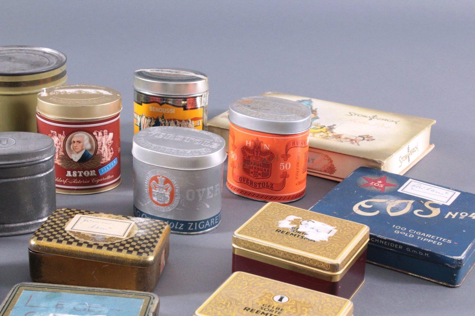 Sammlung Blechdosen und Pappschachteln-3