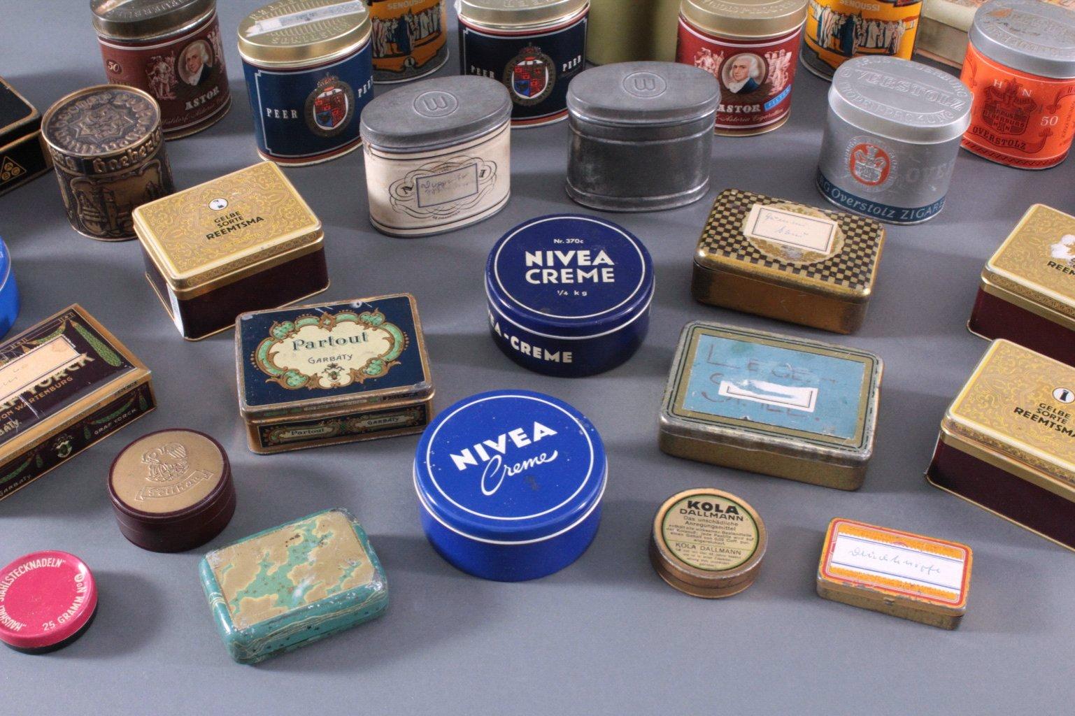 Sammlung Blechdosen und Pappschachteln-4