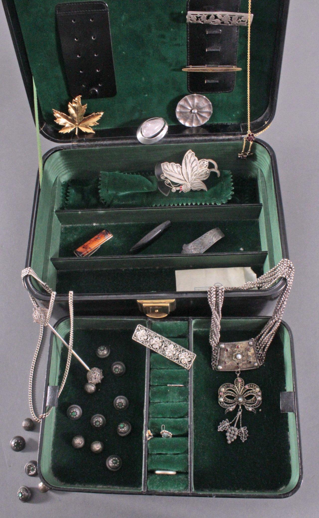 Schmuckschatulle mit Mode- und Silberschmuck-1