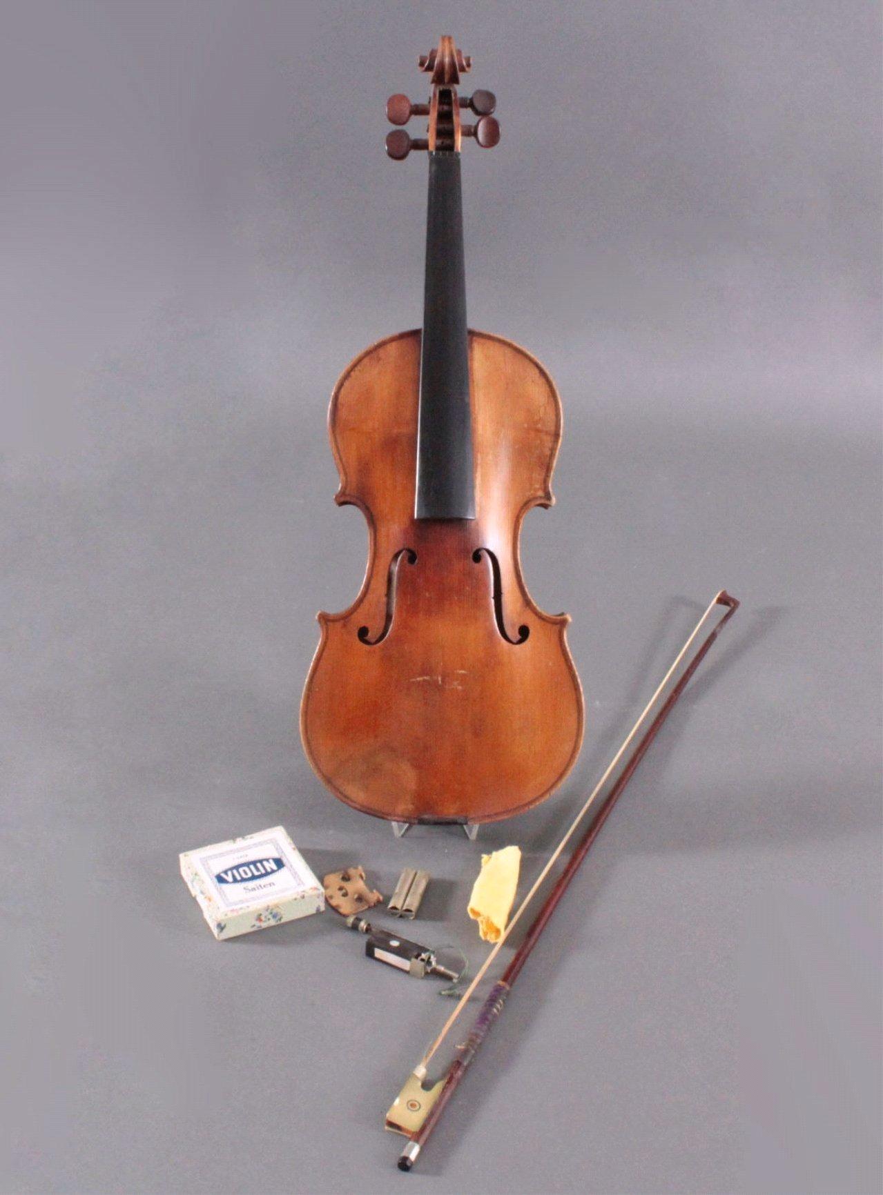Geige / Violine mit Bogen und Geigenkasten um 1900