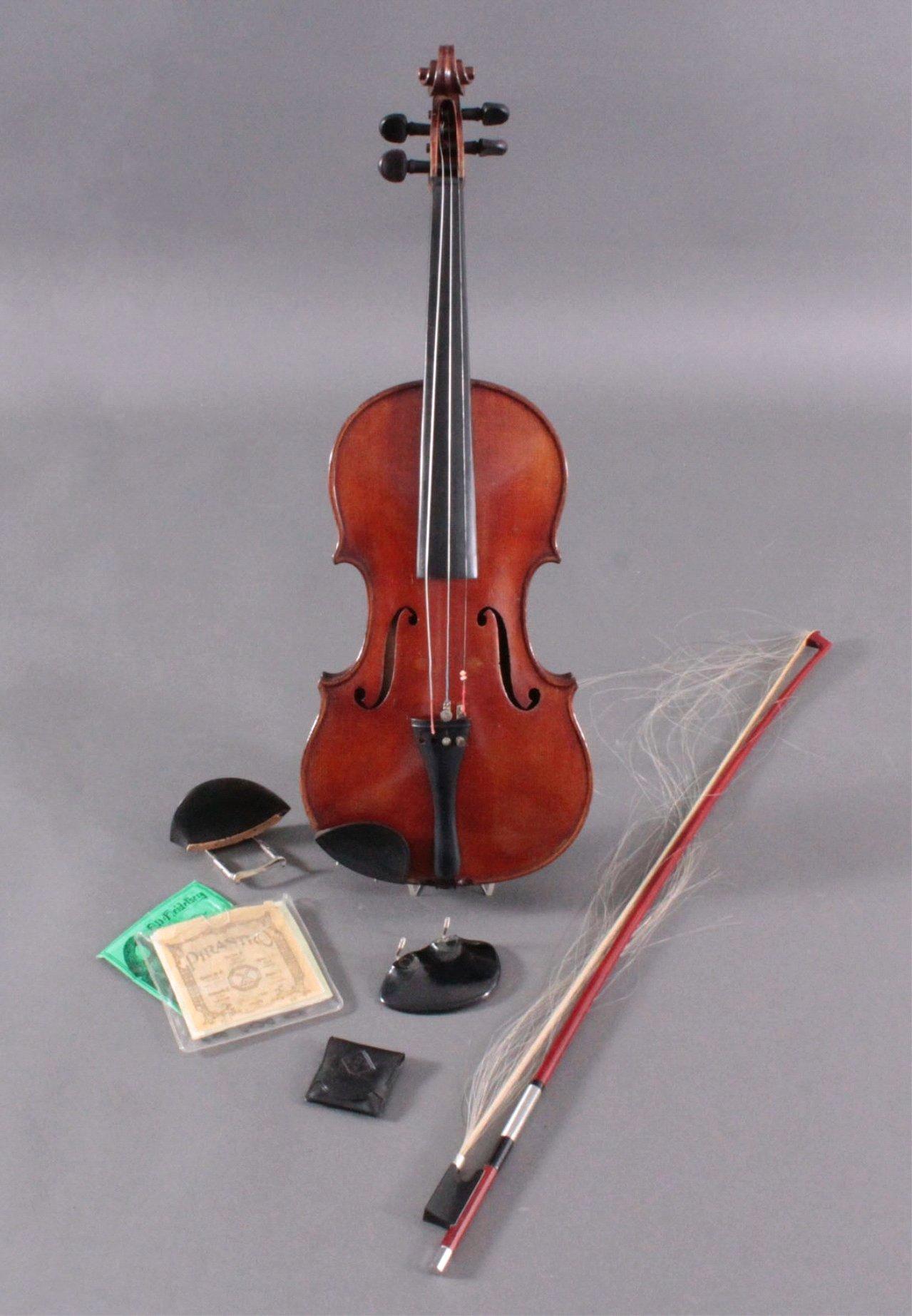 Geige / Violine mit Bogen und Geigenkasten um 1900-1