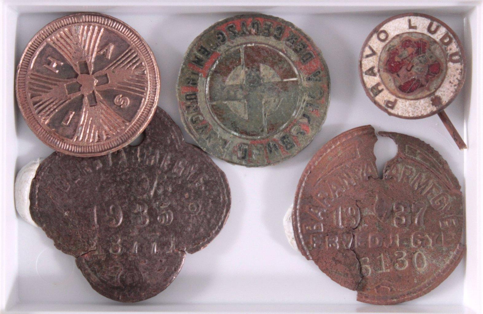 14 Diverse Plaketten aus Metall, Bodenfunde-2