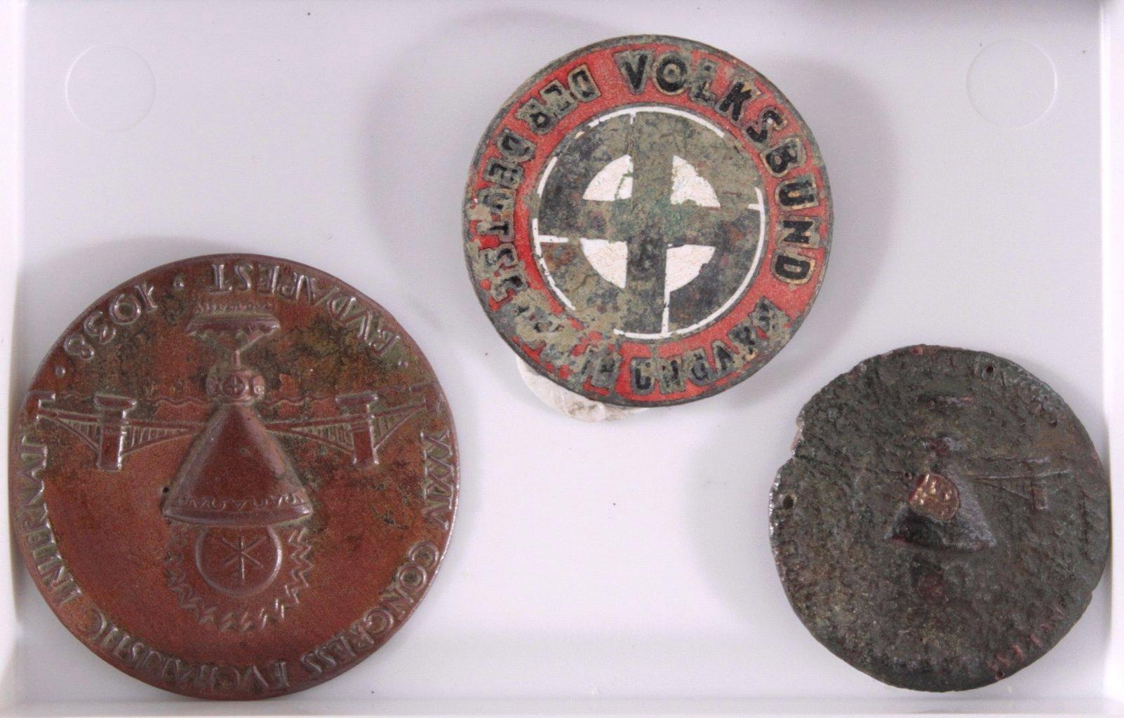 14 Diverse Plaketten aus Metall, Bodenfunde-3