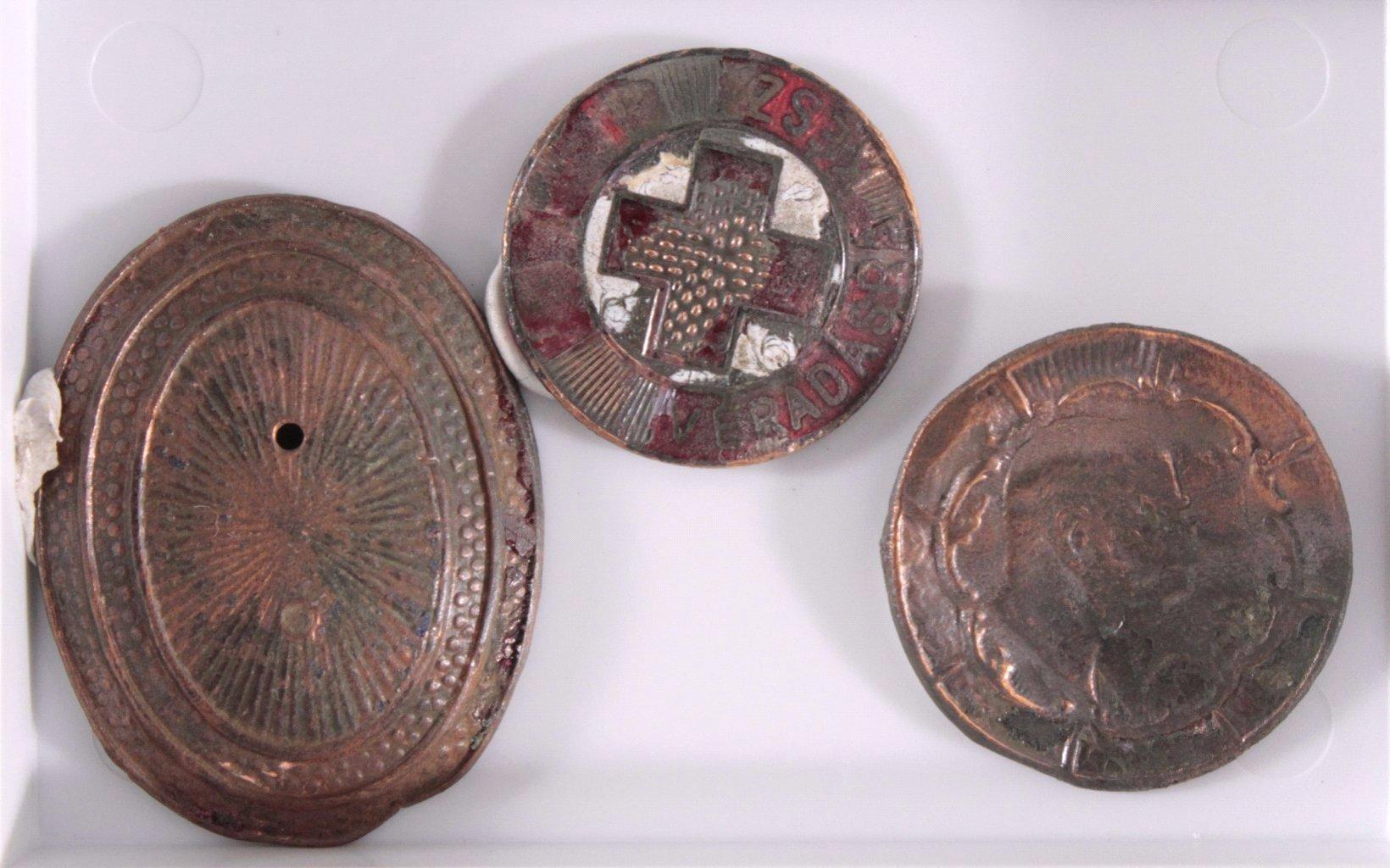 14 Diverse Plaketten aus Metall, Bodenfunde-4