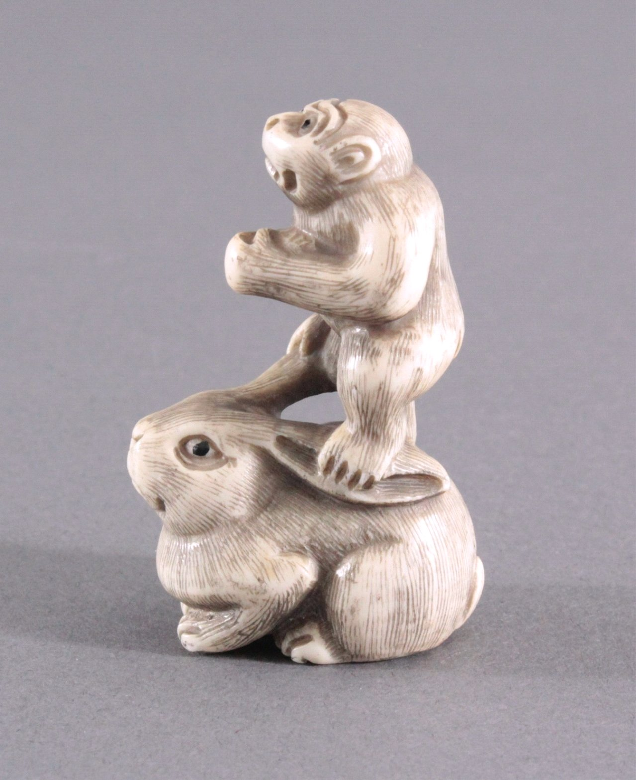 Netsuke, Japan 1. Hälfte 20. Jh., Elfenbein geschnitzt