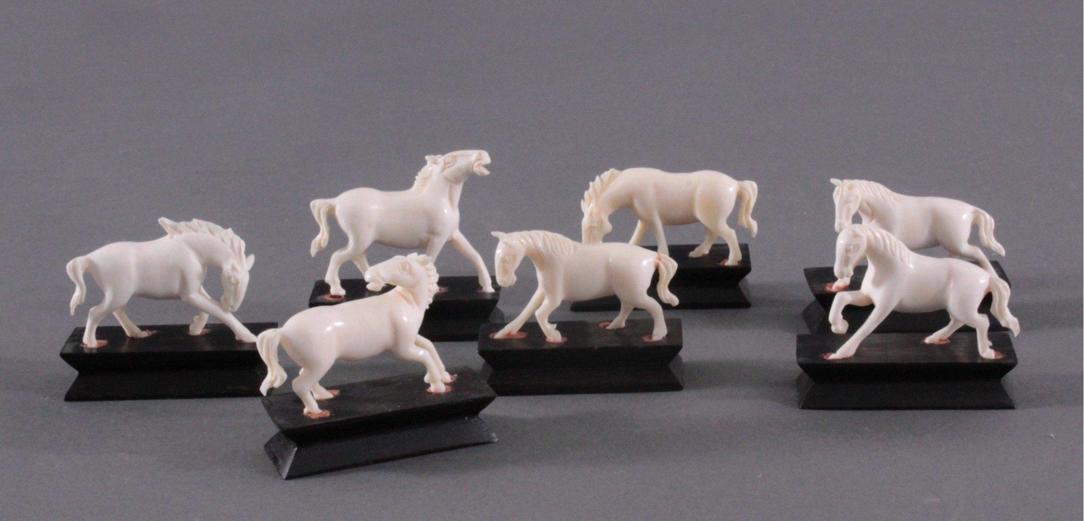 7 Pferdefiguren aus Elfenbein