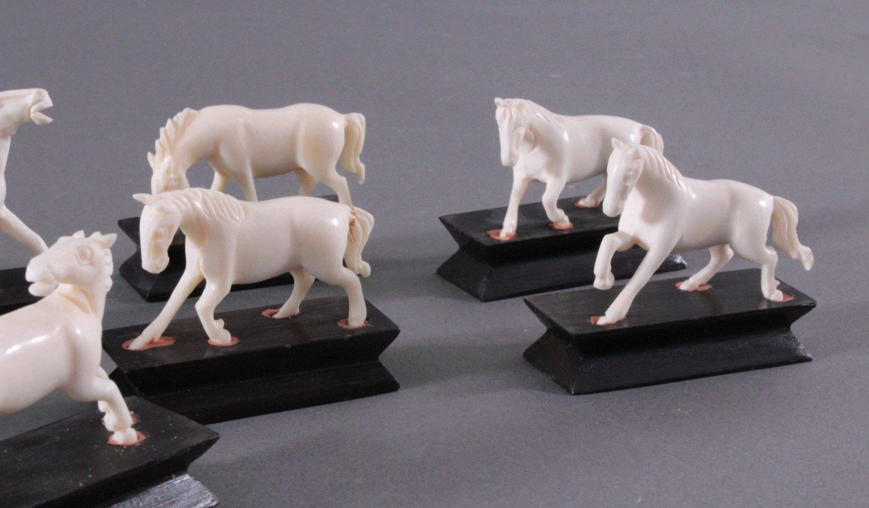 7 Pferdefiguren aus Elfenbein-2
