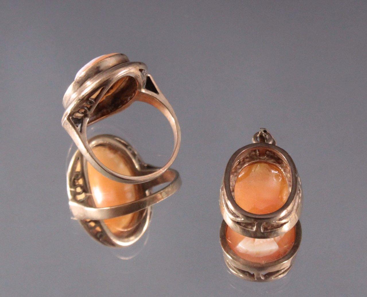 Antiker Ring und Anhänger mit Muschelkamme 8 Karat Gelbgold-1