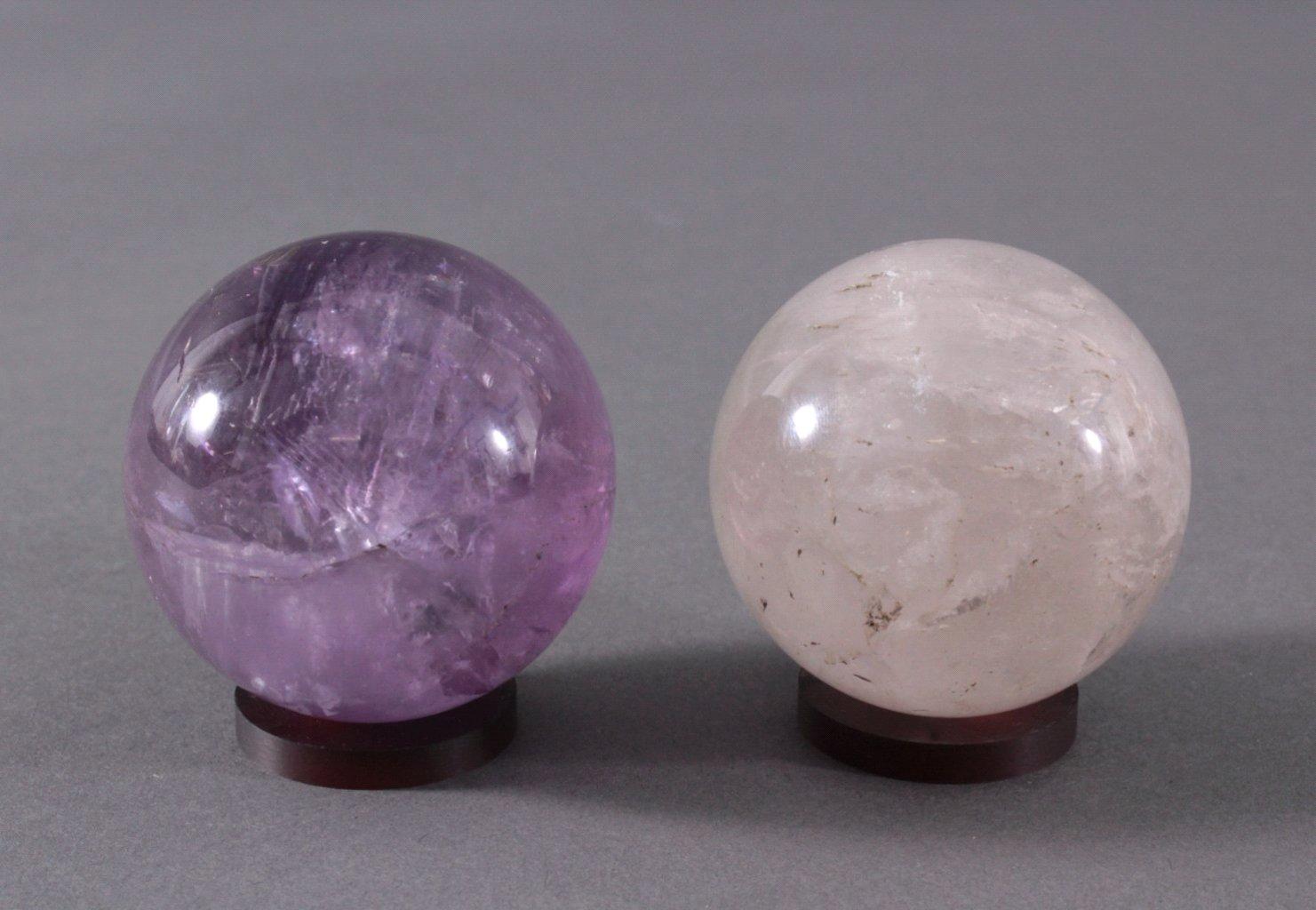 Edelstein – Kugeln. Amethyst und Bergkristall