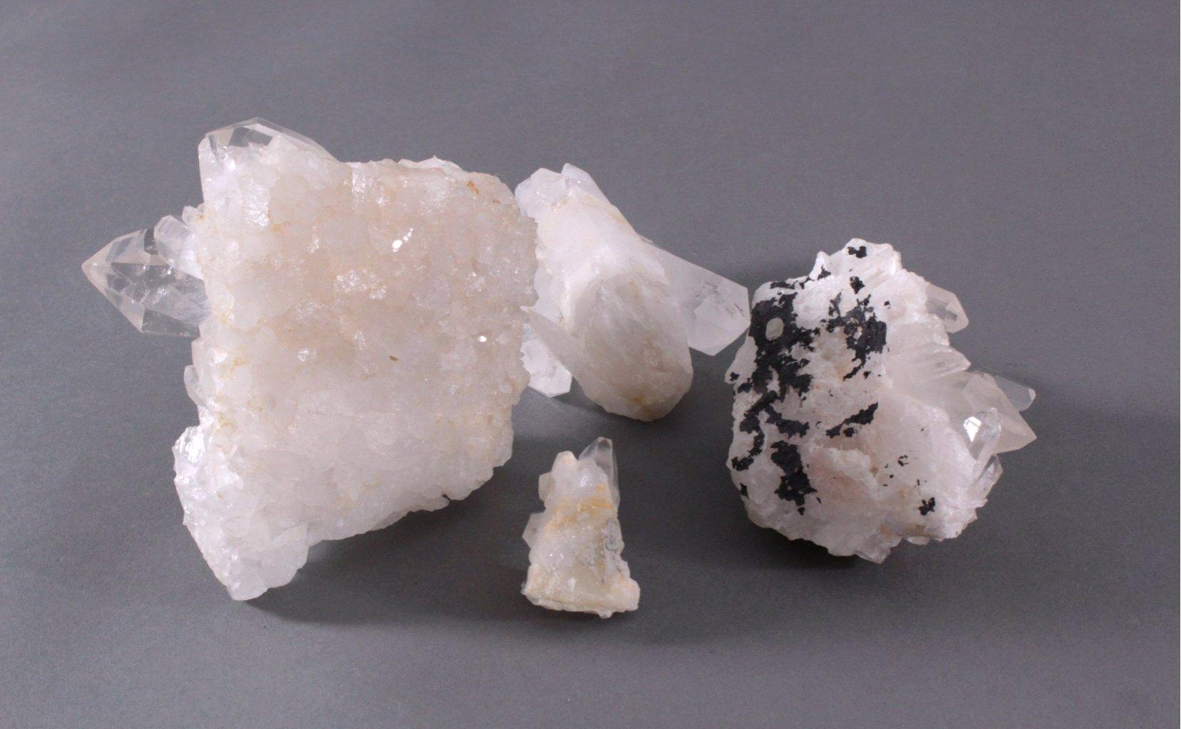 Vier Bergkristallstufen-2