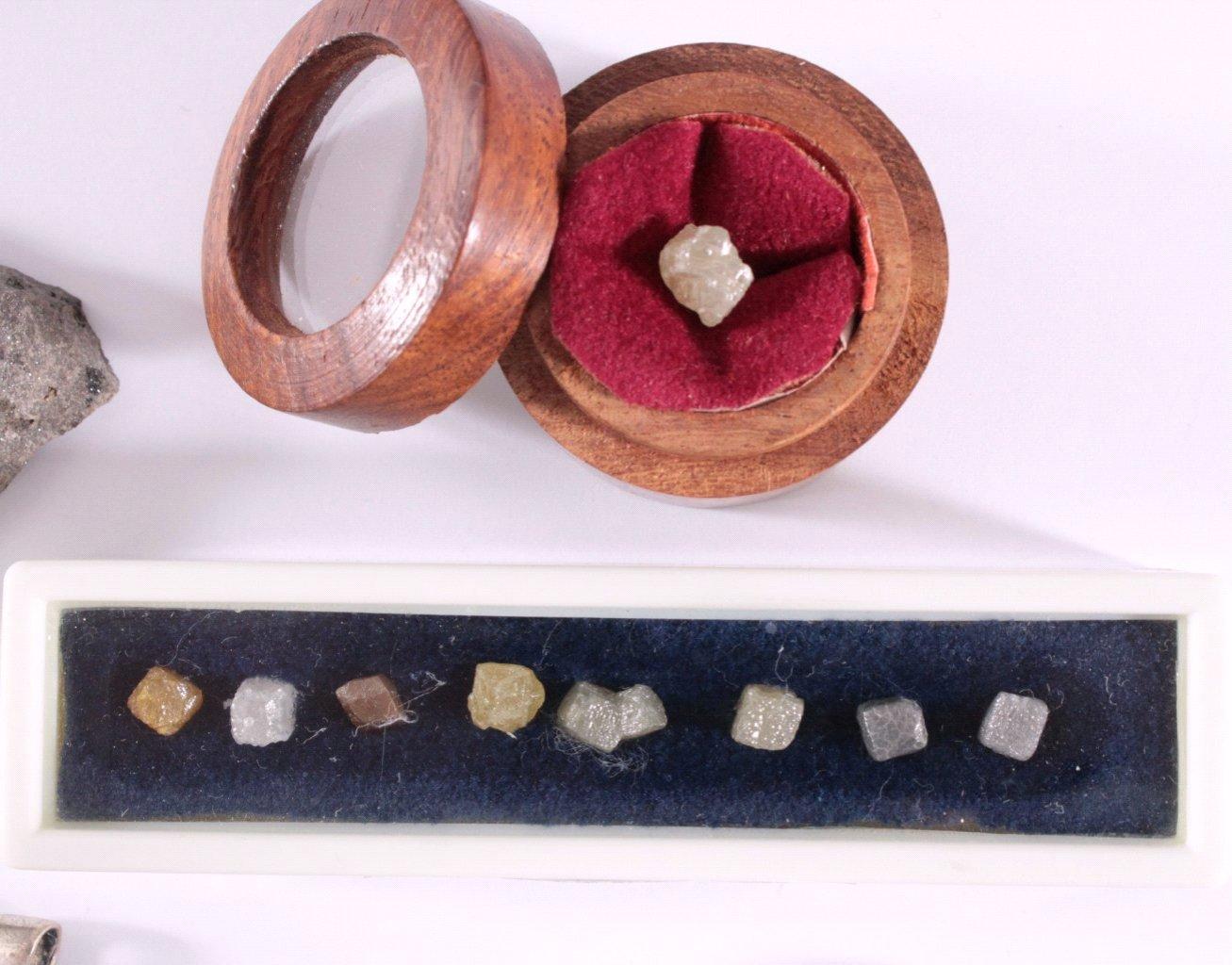 Mineralien-Meteoriten und Diamanten-Kristalle, 14 Stück