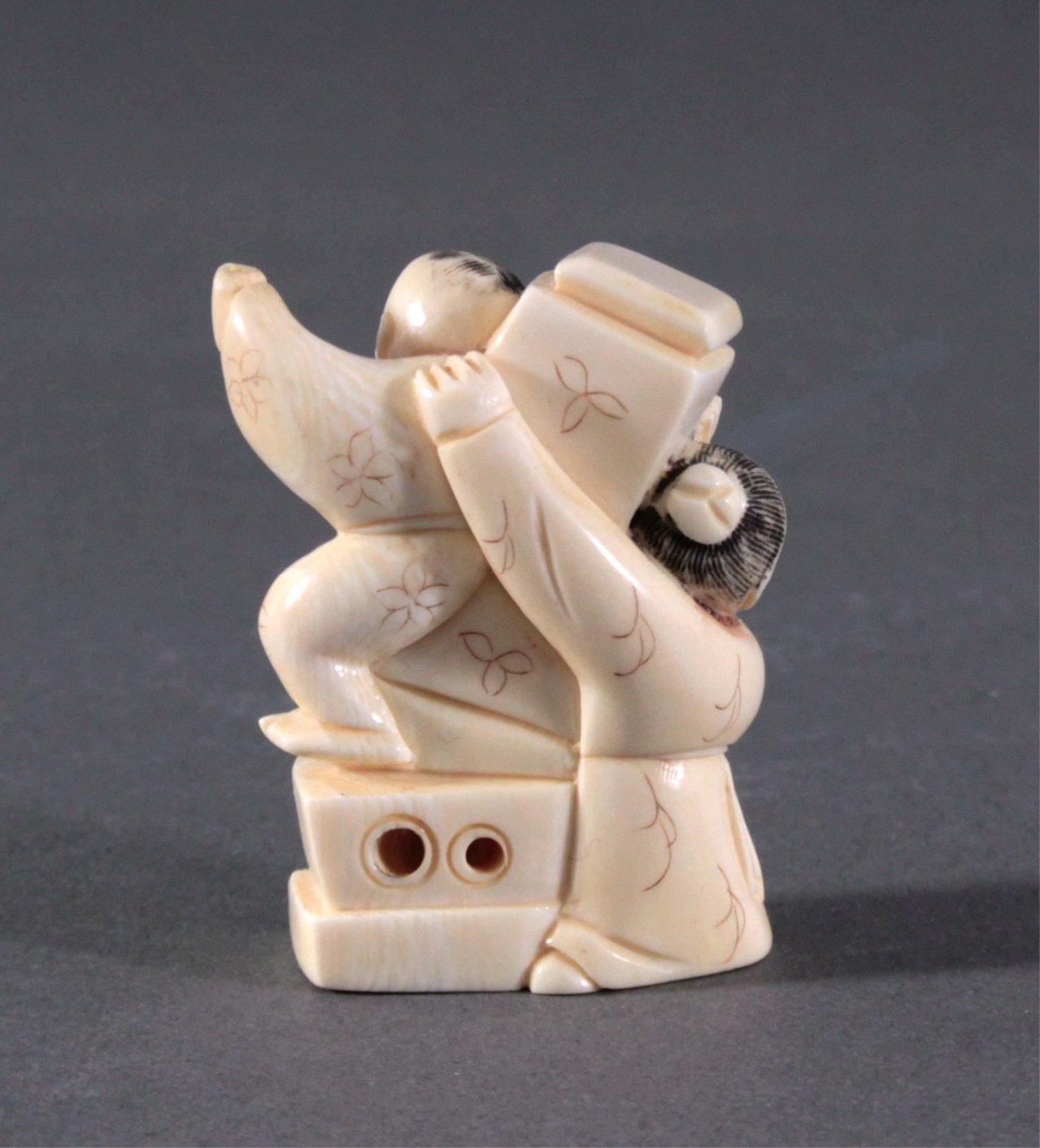 Netsuke, Japan 1. Hälfte 20. Jh., Elfenbein geschnitzt-3