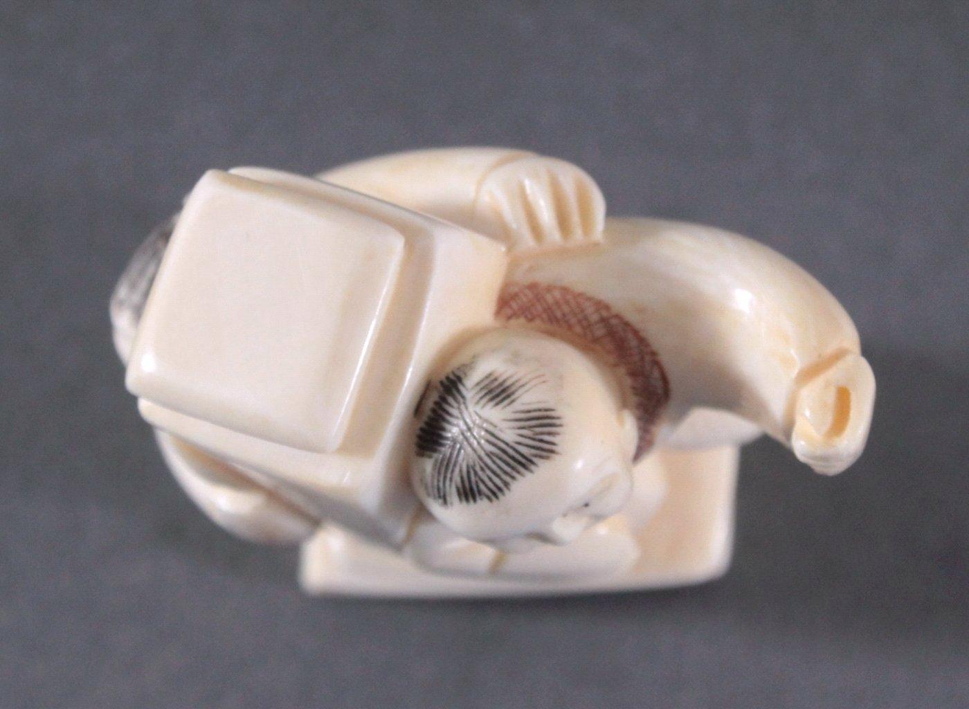 Netsuke, Japan 1. Hälfte 20. Jh., Elfenbein geschnitzt-6