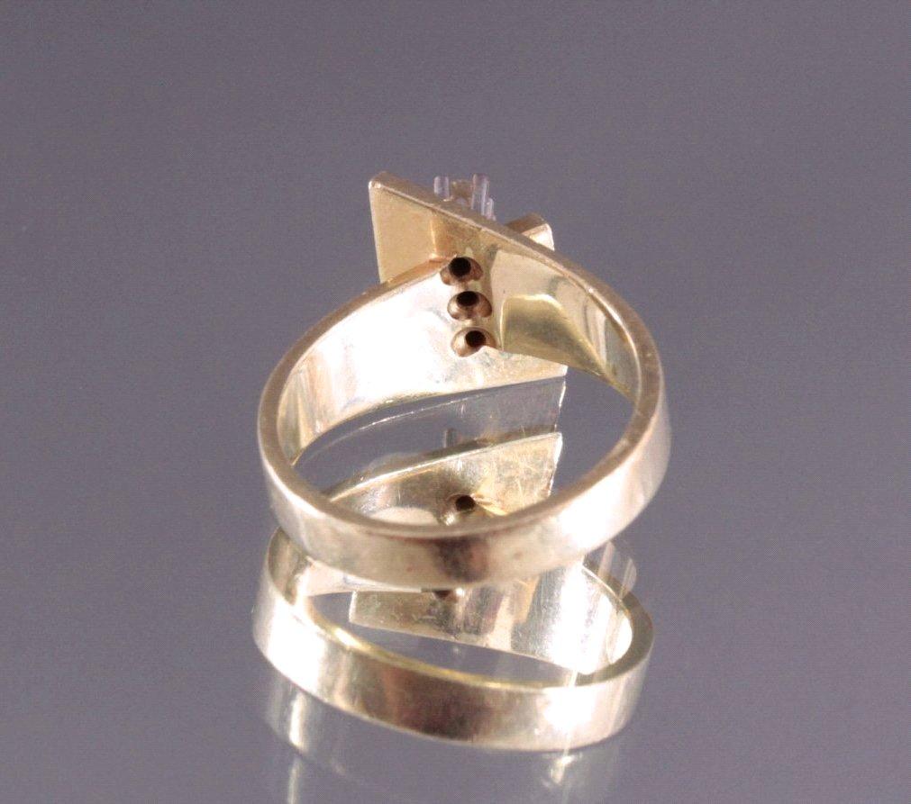 Damenring mit 2 kleinen Diamanten und 1 Saphir-1