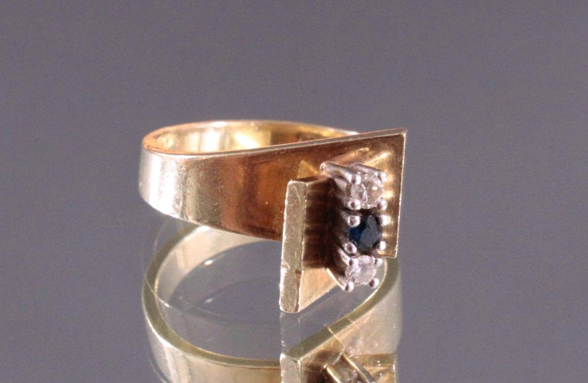 Damenring mit 2 kleinen Diamanten und 1 Saphir-2