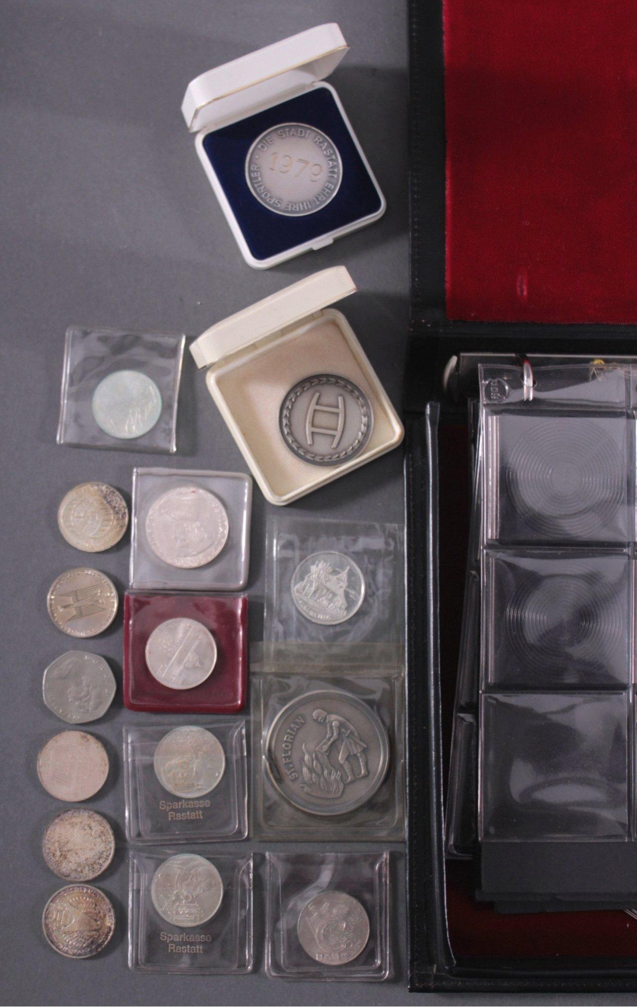 Partie Münzen und Medaillen-2