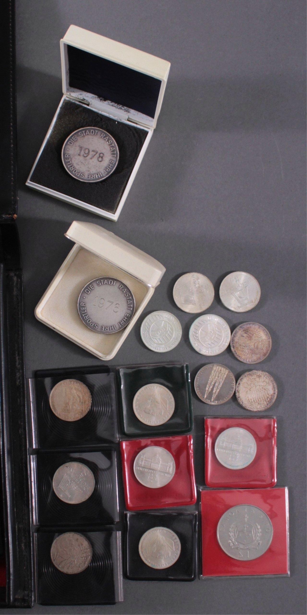 Partie Münzen und Medaillen-3