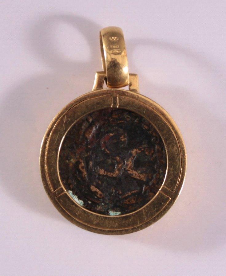 Anhänger mit römischer Bronzemünze, 18 Karat Gelbgold