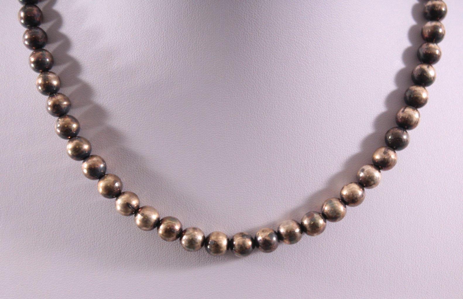 Damenhalskette aus Silberkugeln-1