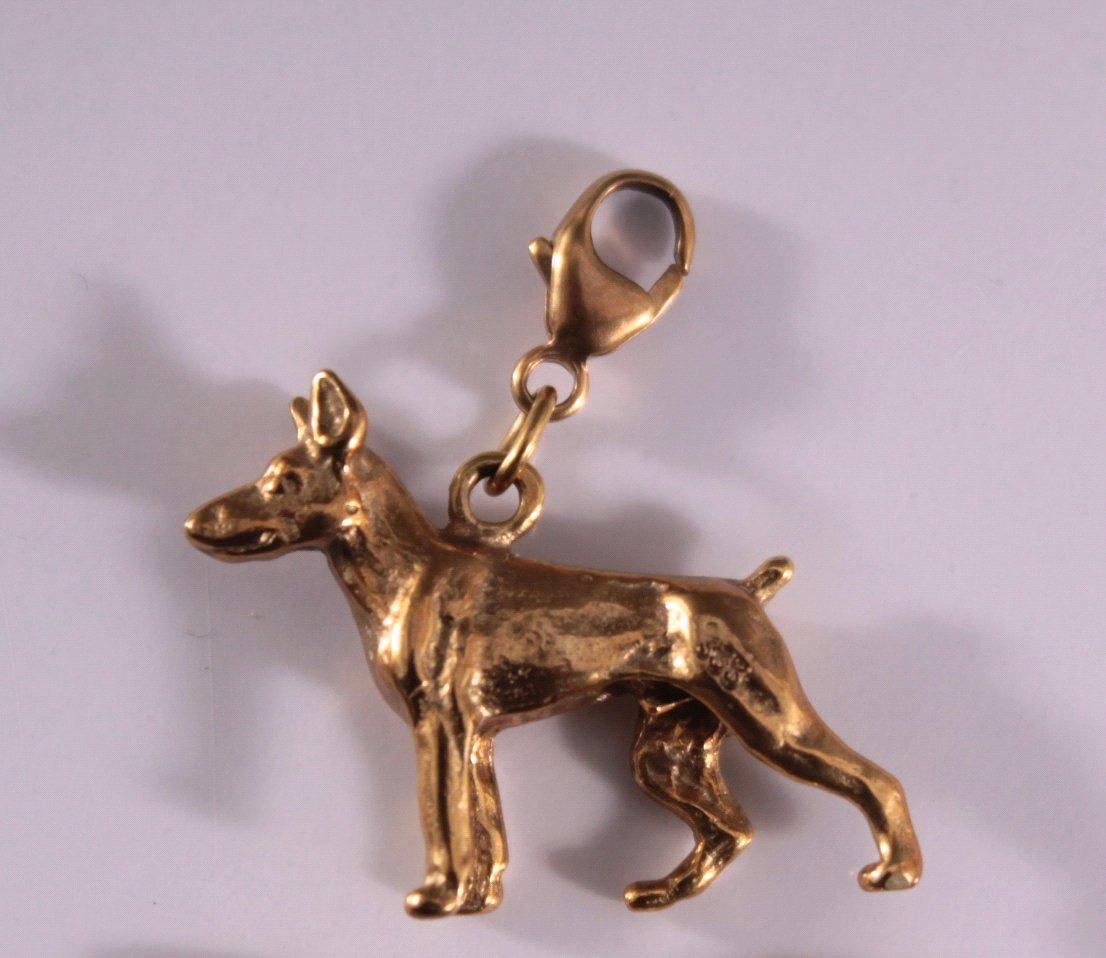 Paar Ohrringe und Hunde-Anhänger, 8 Karat Gelbgold-2