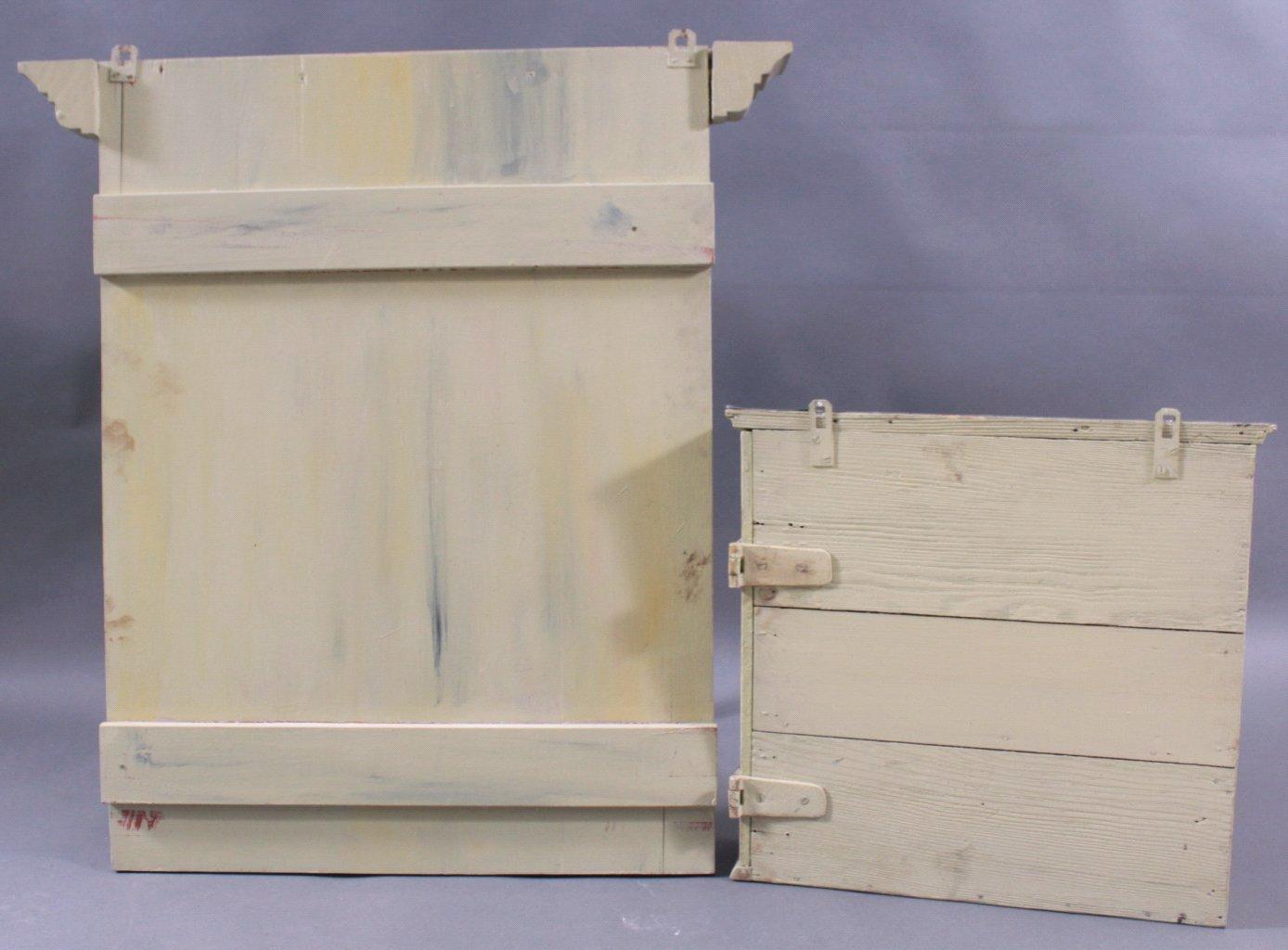 Briefkasten mit Schild im Stil des 19. Jahrhunderts