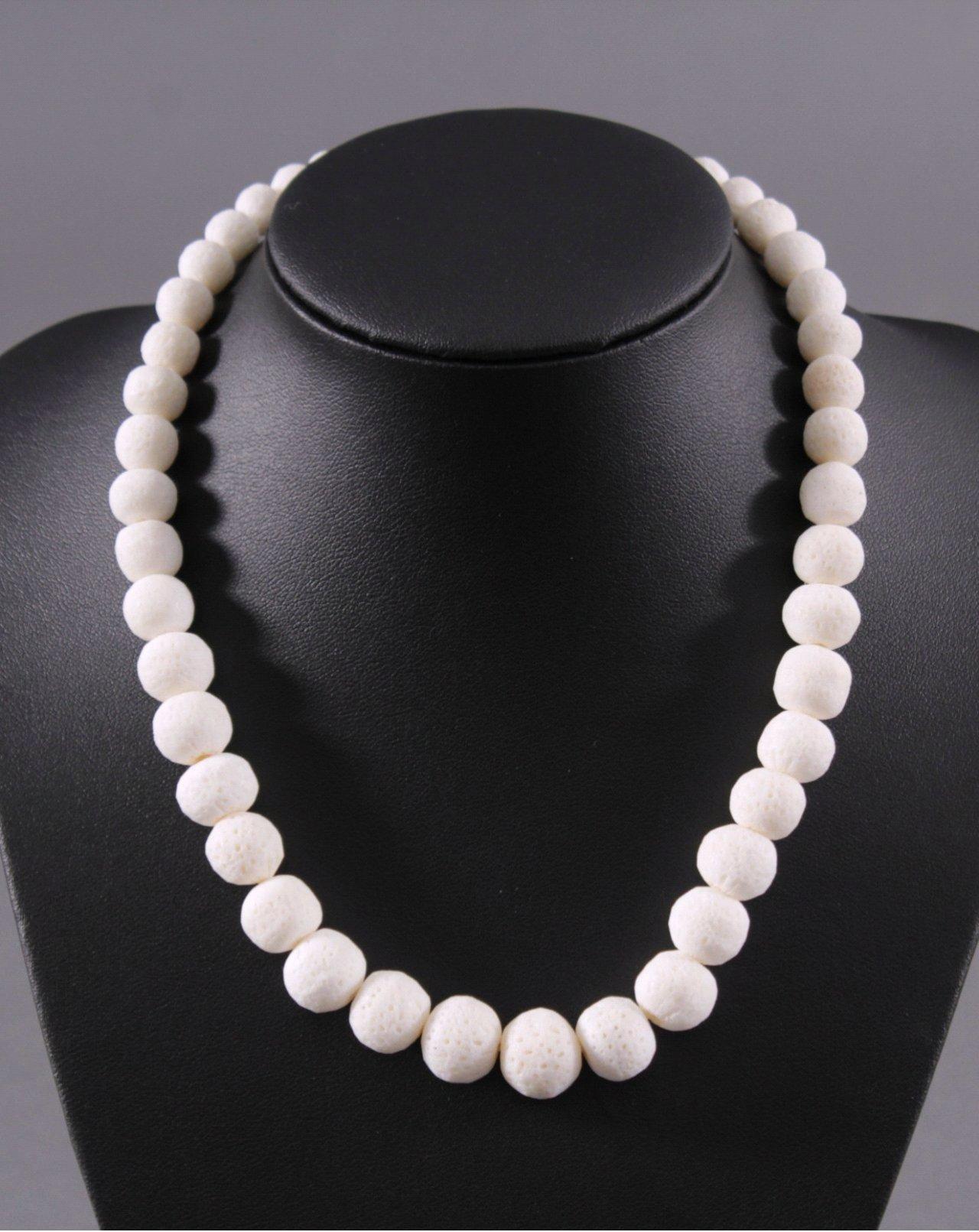 Halskette aus weißer Koralle