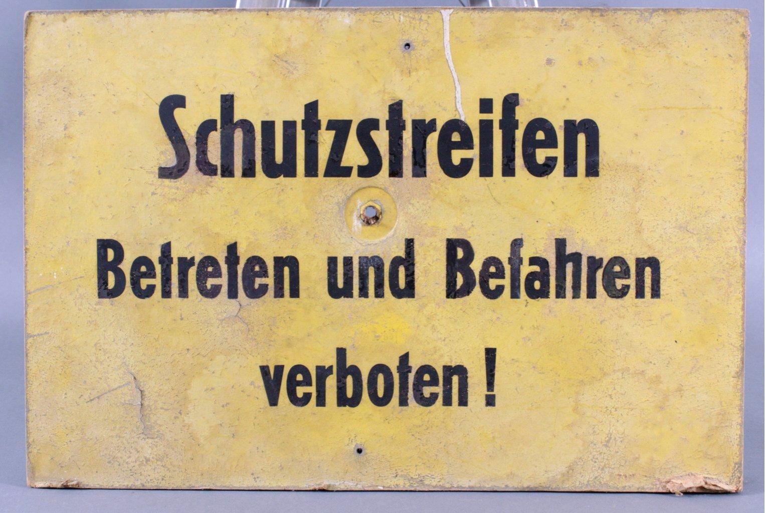 Original DDR Warnschild aus Pappe