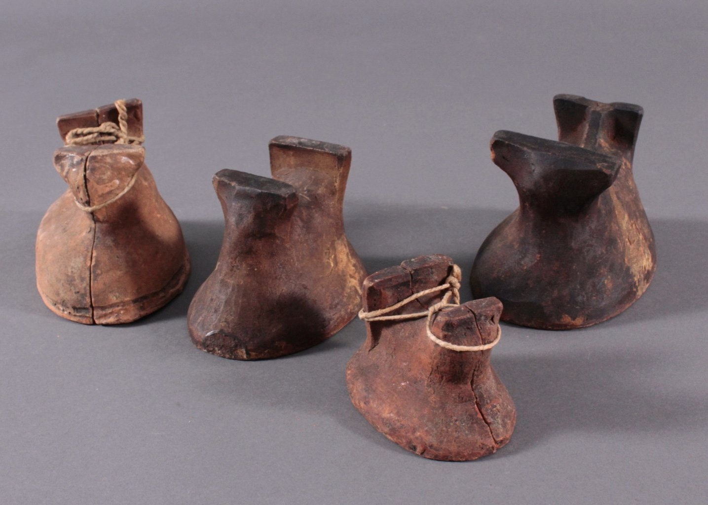 4 Osterlamm-Backformen aus Keramik um 1900